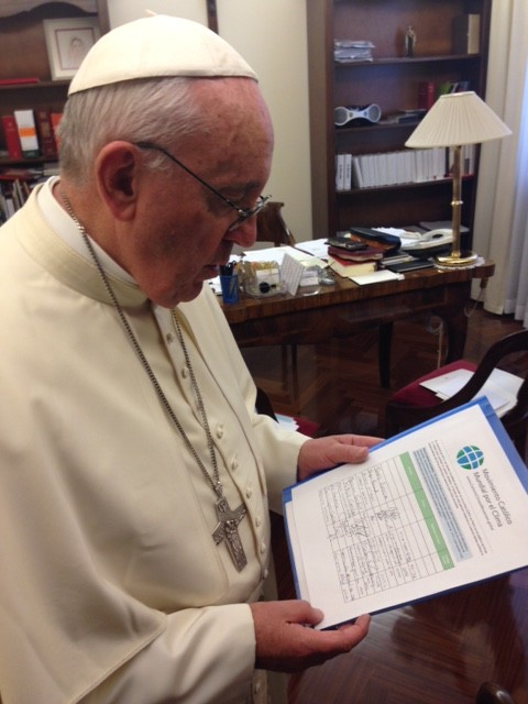 5 - Pope Francis with GCCM petition in his personal office