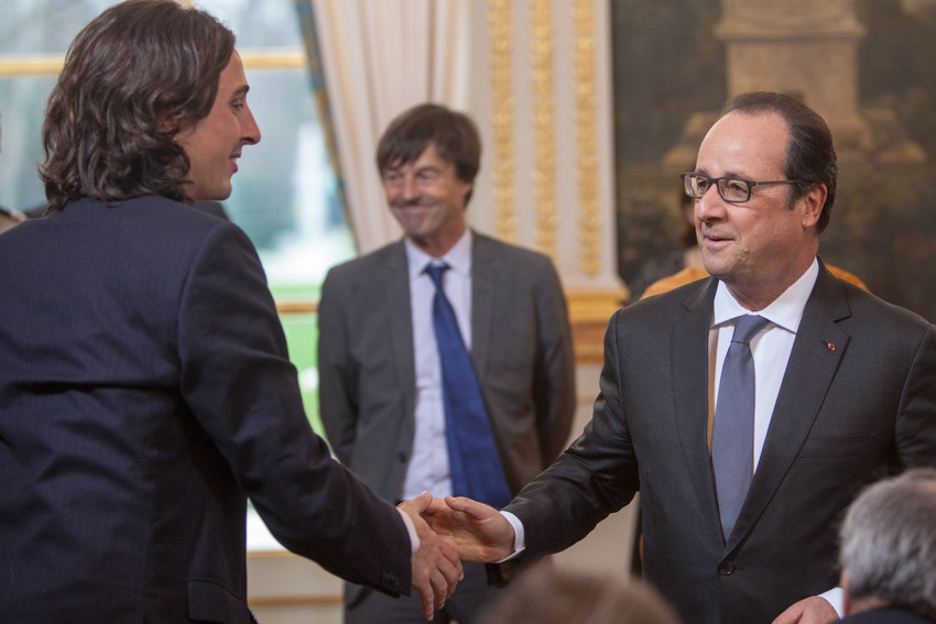 Tomás Insua, Global Coordinator of GCCM, greets President Hollande. Credit: Sean Hawkey/WCC.